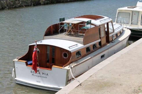 Bella Mia. Available for day trips, 2 day cruises and as a gite on the Canal du midi